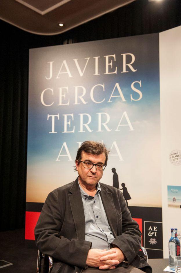 """Javier Cercas, autor de otros libros como """"Soldados de Salamina"""" o """"Anatomía de un instante"""", obtiene un gran éxito gracias a su último lanzamiento."""