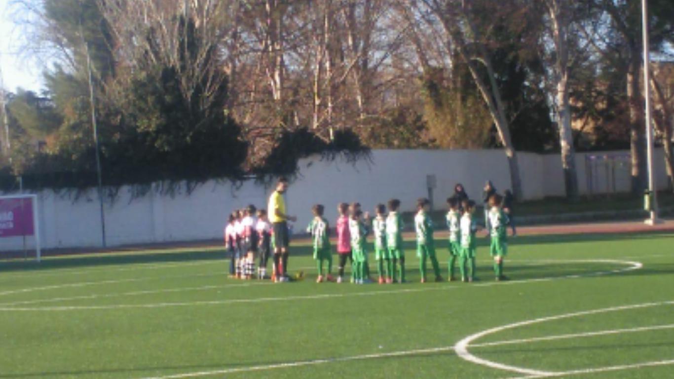 Diego Méndez arbitrando un partido entre la A.D. Montearagón y el C. D. Cuarte de 1ª Prebenjamín. Foto cedida por el propio Diego Méndez.