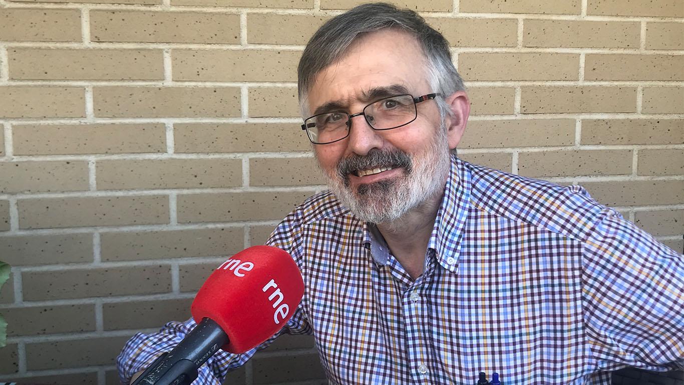 Manuel Cortijo, periodista de RNE teletrabajando desde su casa