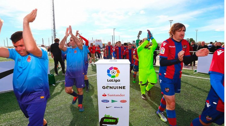 Los integrantes del Levante y del Gerona se preparan para una nueva jornada de La Liga Genuine.